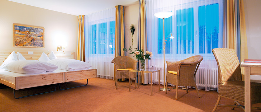 Switzerland_Graubünden-Ski-Region_Arosa-Lenzerheide_Hotel_Sunstar_Alpine_twin_bedroom.jpg